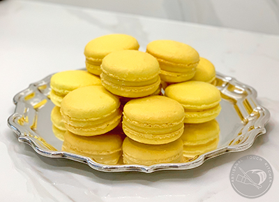 creamy lemon curd macaron