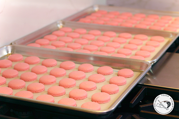 perfect macarons cooling