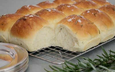 Sourdough Rosemary Pull-Apart Rolls
