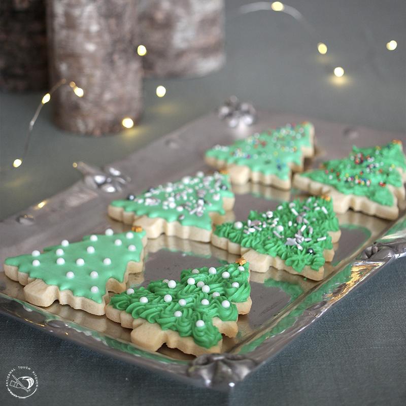 Royal icing piping consistency Christmas cookies decorating