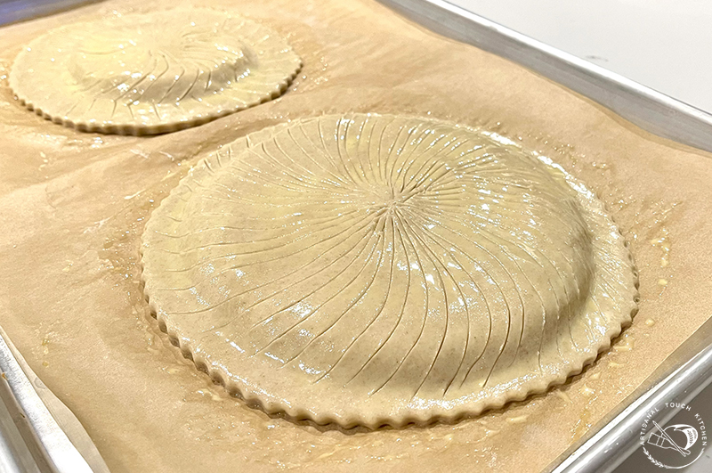 Galette des Rois king cake pastry puff pastry pate feuilletée Egg wash score design